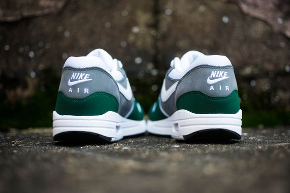 nike-air max 1-essential-gorge green_02