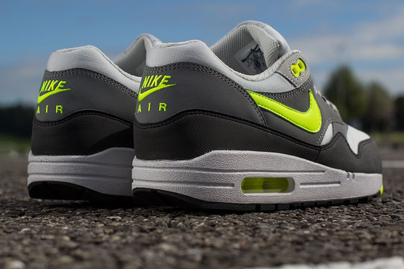 nike-air-max-1-volt-cool-grey_02