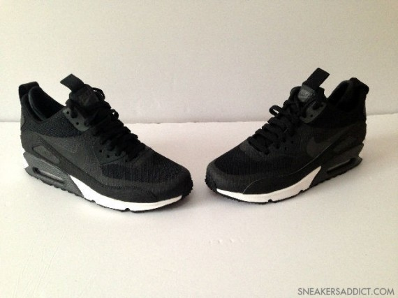 nike-air-max-90-mid-no-sew-black-white-3-570x427