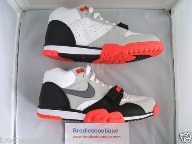 nike-air-trainer-1-infrared_02