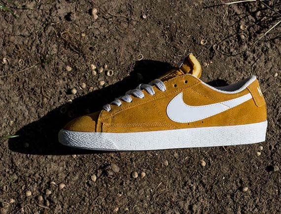 nike-blazer low-gold suede
