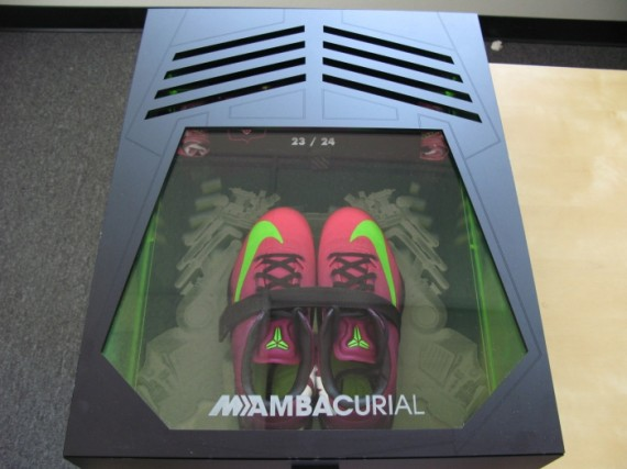 nike-kobe-8-mambacurial-speed-pack-on-ebay-08-570x427