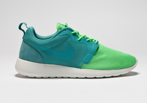 nike-roshe-run-hyperfuse-quickstrike-collection-4