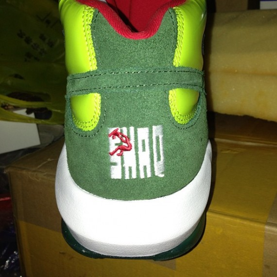 reebok-shaq-attaq-ghost-of-christmas-present-01-570x570