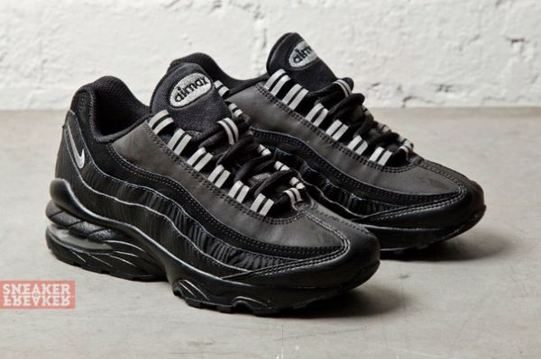NIKE-AIR-MAX-95-GS-BLACK-SILVER-ANTHRACITE-3-640x426_result