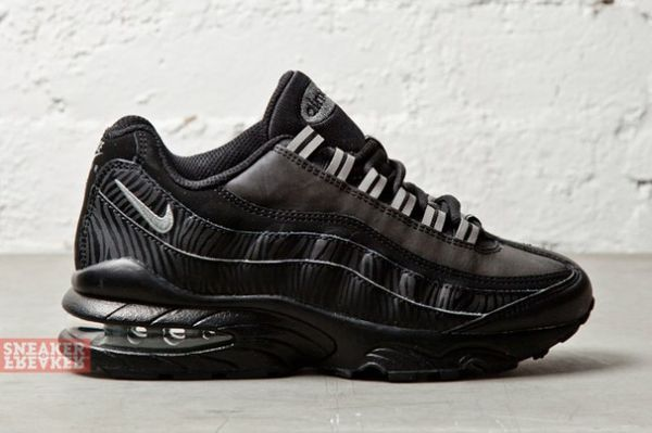 NIKE-AIR-MAX-95-GS-BLACK-SILVER-ANTHRACITE-4-640x426_result