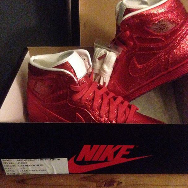 air-jordan-1-lots-red-sparkle