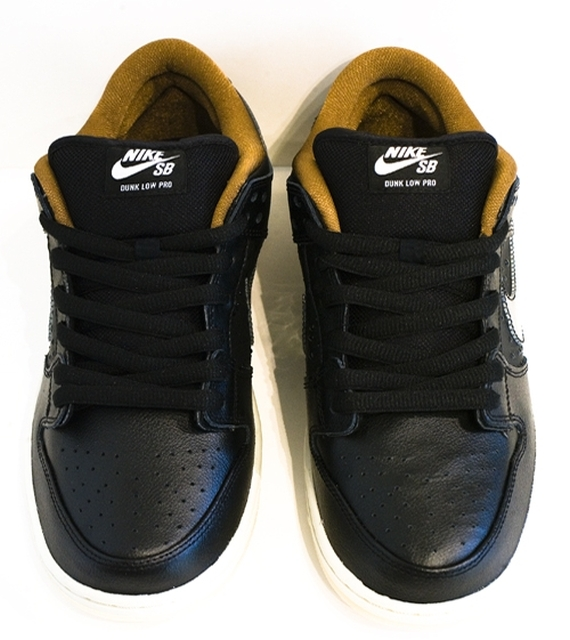 black-rain-nike-sb-dunk-low-02