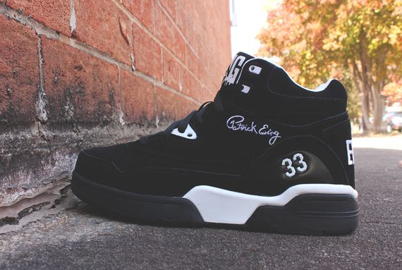 ewing-guard-black-white_02