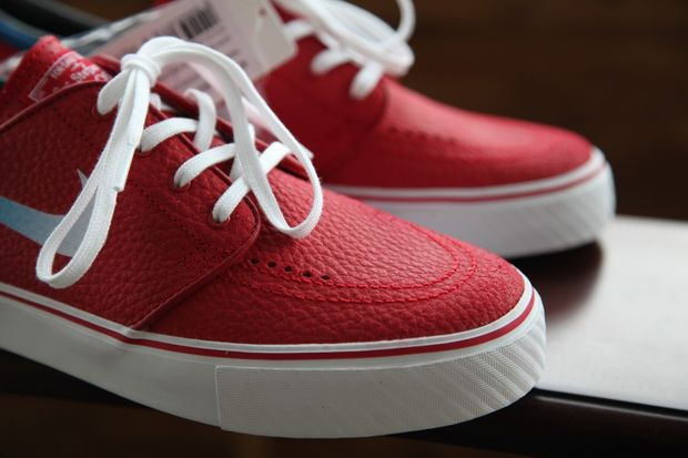 gym-red-janoski_02