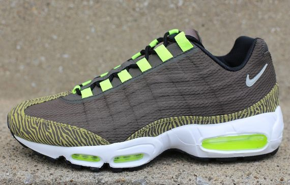 nike-air max 95-prm-tape-newsprint-volt