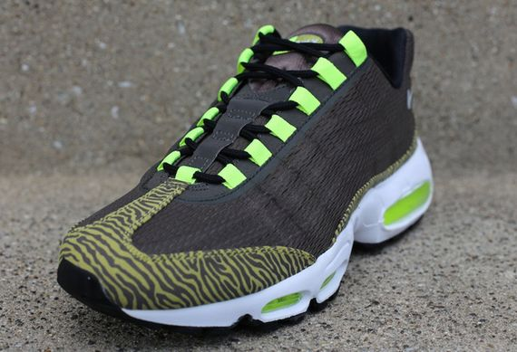nike-air max 95-prm-tape-newsprint-volt_02