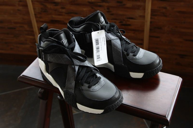 nike-air-raid-black-grey_02