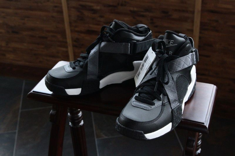 nike-air-raid-black-grey_03
