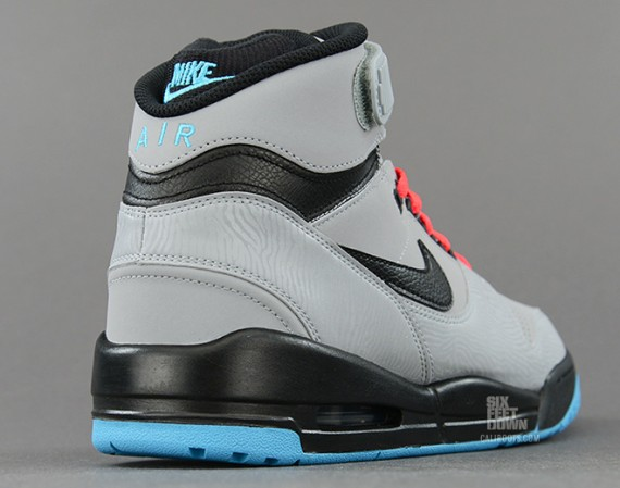 nike-air-revolution-silver-black-red-3-570x449