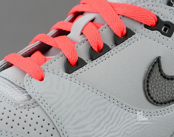 nike-air-revolution-silver-black-red-4-570x449
