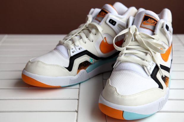 nike-air-tech-challenge-ii-kumquat_03_result_result