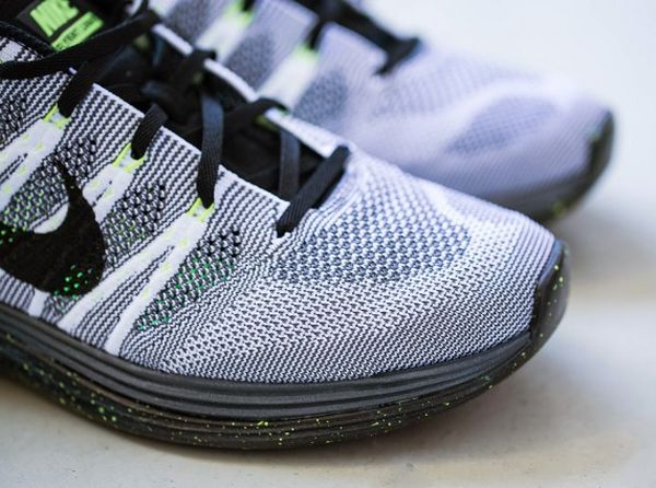 nike-flyknit-1-white-black-dark-grey-volt-3-570x424_result