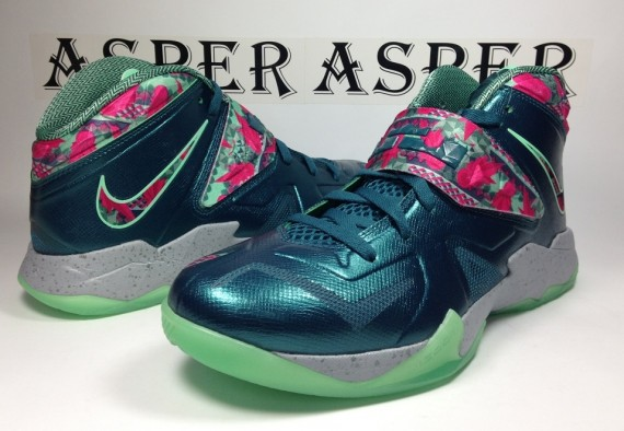 nike-zoom-soldier-vii-dark-sea-pink-flash-green-glow-wolf-grey-04-570x394