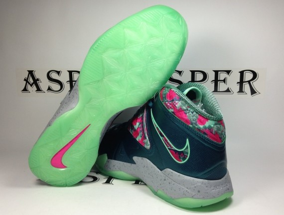 nike-zoom-soldier-vii-dark-sea-pink-flash-green-glow-wolf-grey-05-570x431