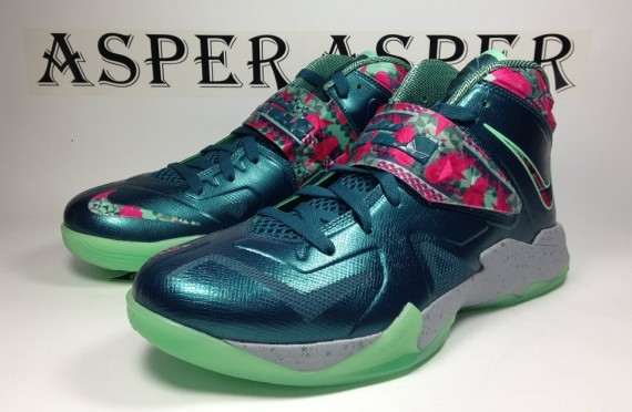 nike-zoom-soldier-vii-dark-sea-pink-flash-green-glow-wolf-grey-07-570x372