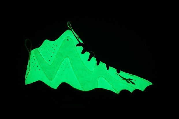 reebok-kamikaze-ii-glow-in-the-dark-09