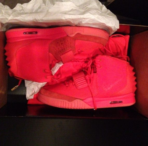 yeezy 2 red october-kim kardashian-instagram_03
