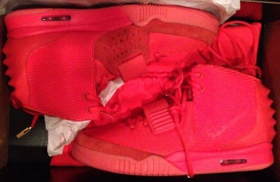 yeezy 2 red october-kim kardashian-instagram_04