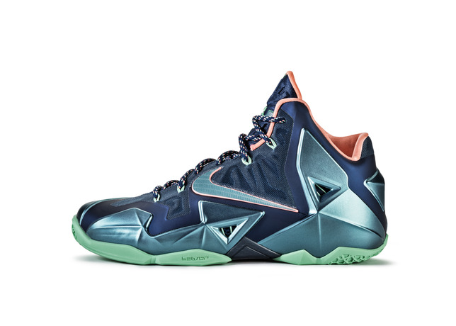 Ho13_BB_LeBron11_616175_400_lat_large