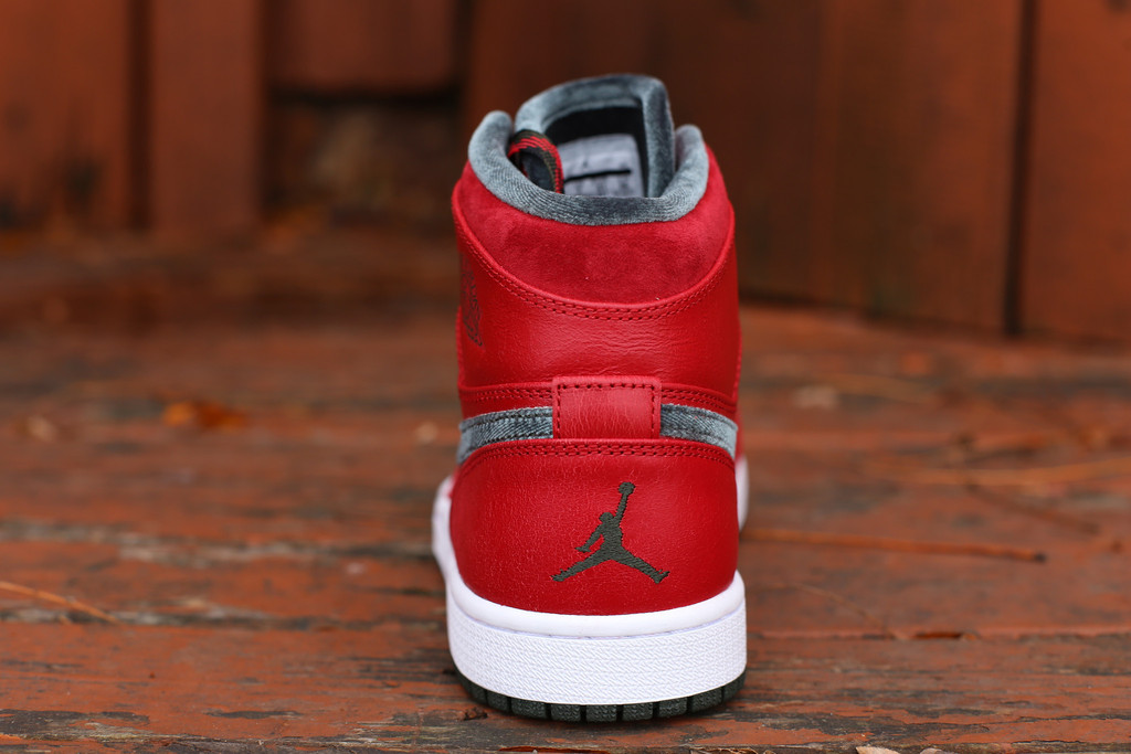 air-jordan-1-retro-high-premier-varsity-red-4