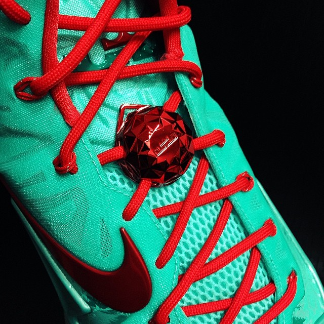 7b64e1904aa8 3bbec7c461ec11e3b4f012b8d6fff5a9 8. Christmas themed sneakers have been a Nike  Basketball ...