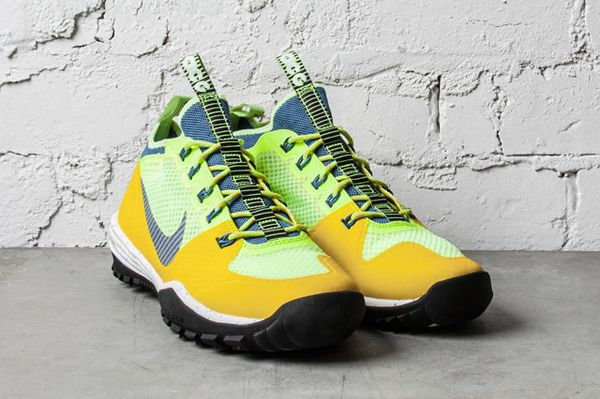 NIKE-ACG-LUNAR-INCOGNITO-BRIGHT-CITRON-MILITARY-BLUE-VOLT-2