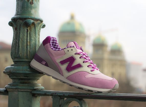 new balance-women-996-gingham