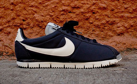 nike-cortez qs nm-black-white-grey