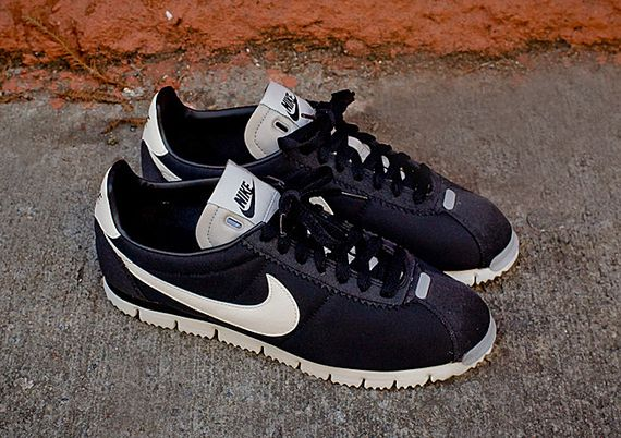 nike-cortez qs nm-black-white-grey_03