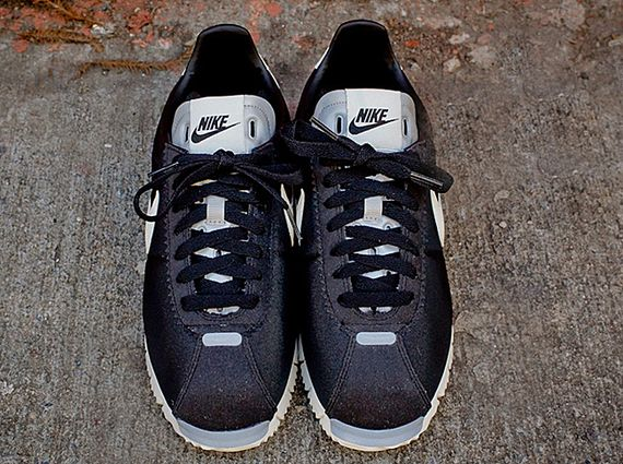 nike-cortez qs nm-black-white-grey_04