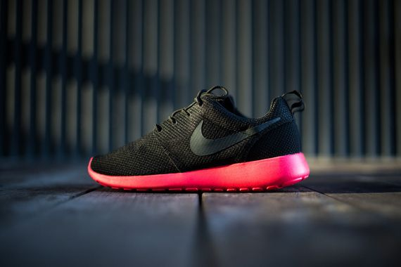 nike-roshe run-siren red_02