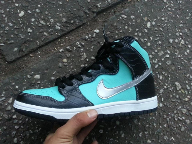 nike-sb-dunk-high-tiffany-2