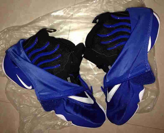 nike-zoom-flight-glove-blue-white-black-2