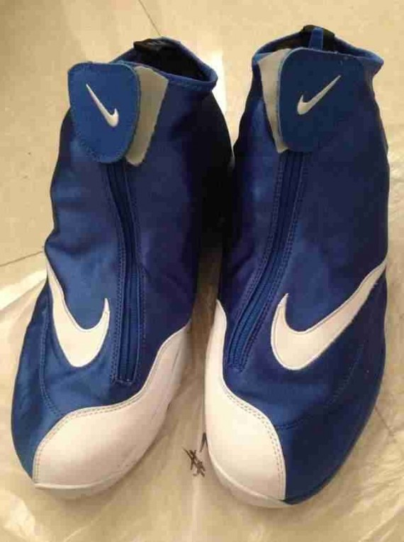 nike-zoom-flight-glove-blue-white-black-4-570x764