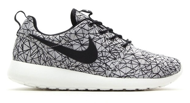 Nike-Roshe-Run-GPX-Summit-White-Black-620x336