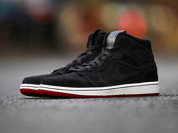 air-jordan-1-mid-black-suede-red-2