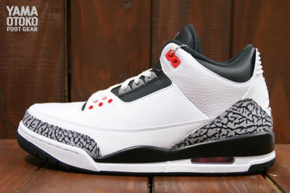 air-jordan-3-retro-white-black-wolf-grey-infrared-23-04-570x379