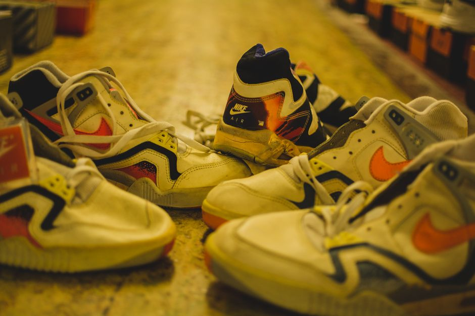 modern-notoriety-vintage-shoes-sneakers-digging-secret-undisclosed-rare-old-nike-air-adidas-reebok-fila-display_151
