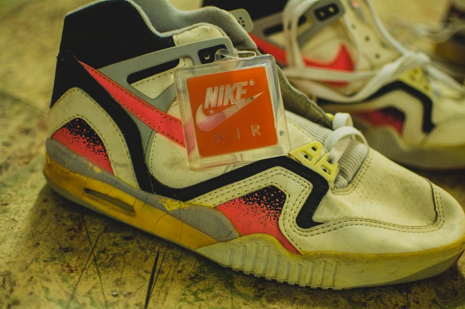 modern-notoriety-vintage-shoes-sneakers-digging-secret-undisclosed-rare-old-nike-air-adidas-reebok-fila-display_152