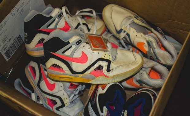 modern-notoriety-vintage-shoes-sneakers-digging-secret-undisclosed-rare-old-nike-air-adidas-reebok-fila-display_154