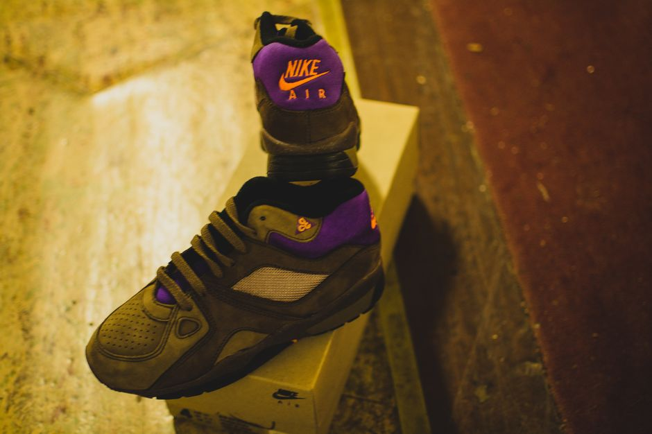 modern-notoriety-vintage-shoes-sneakers-digging-secret-undisclosed-rare-old-nike-air-adidas-reebok-fila-display_158