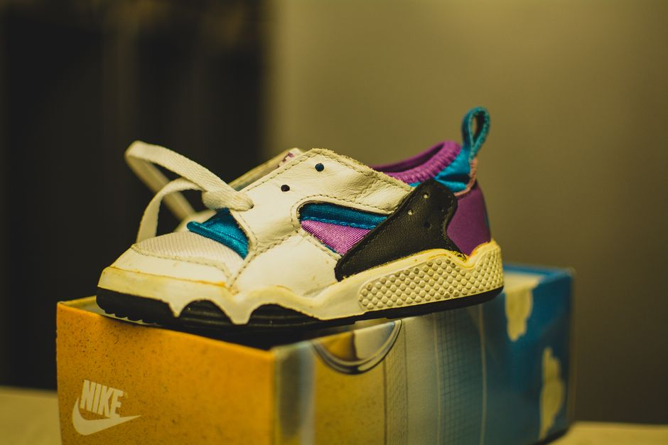 modern-notoriety-vintage-shoes-sneakers-digging-secret-undisclosed-rare-old-nike-air-adidas-reebok-fila-display_165