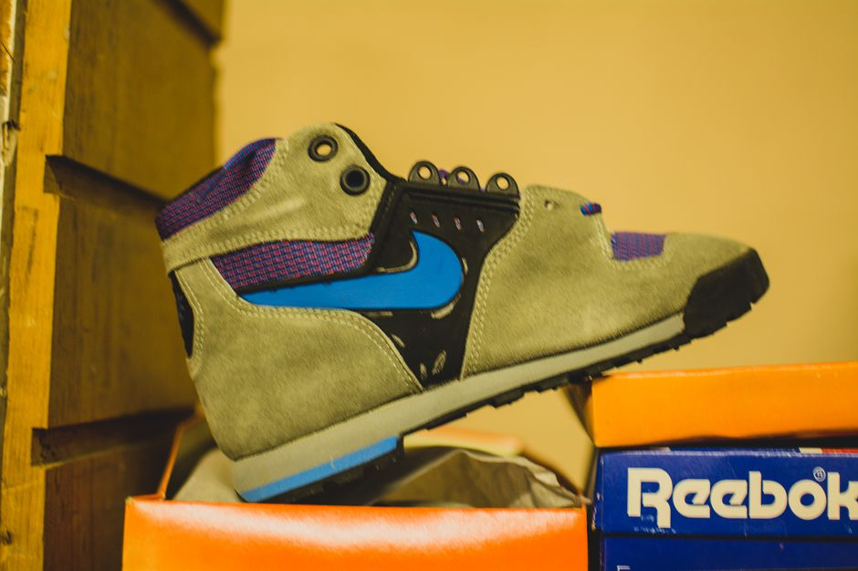 modern-notoriety-vintage-shoes-sneakers-digging-secret-undisclosed-rare-old-nike-air-adidas-reebok-fila-display_168
