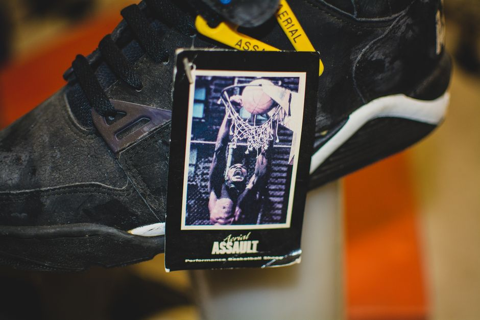 modern-notoriety-vintage-shoes-sneakers-digging-secret-undisclosed-rare-old-nike-air-adidas-reebok-fila-display_173